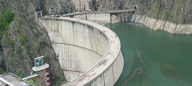 The 166 meters high Vidraru Dam
